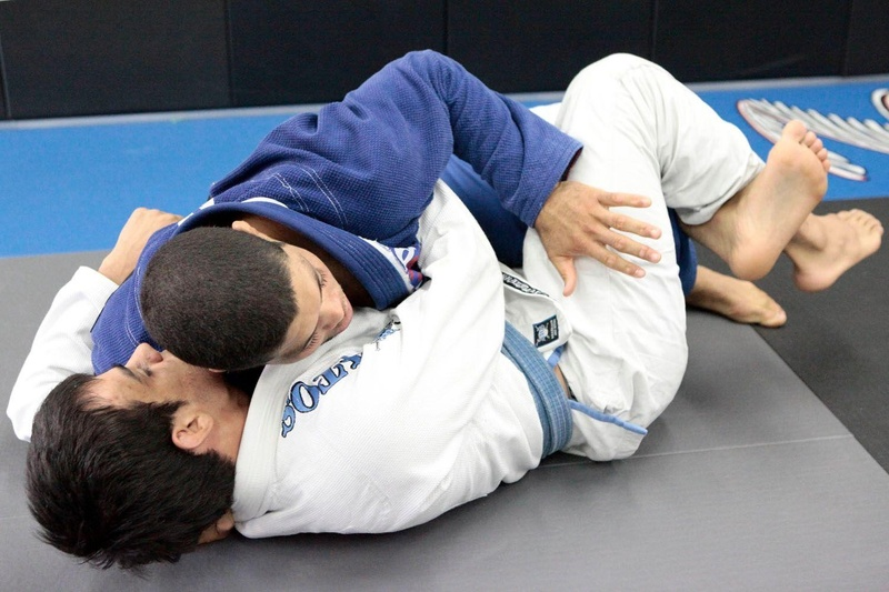 Learn from André Galvão how to pass the guard and get to the mounted position