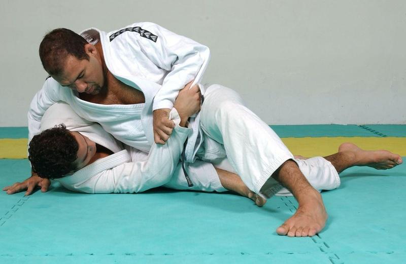 Aprenda com Fabio Gurgel a passar a guarda e chegar a montada