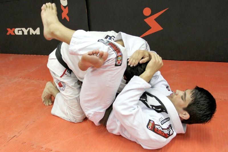 Brazilian Jiu-Jitsu: Erick Silva ensina um triângulo partindo do cem quilos