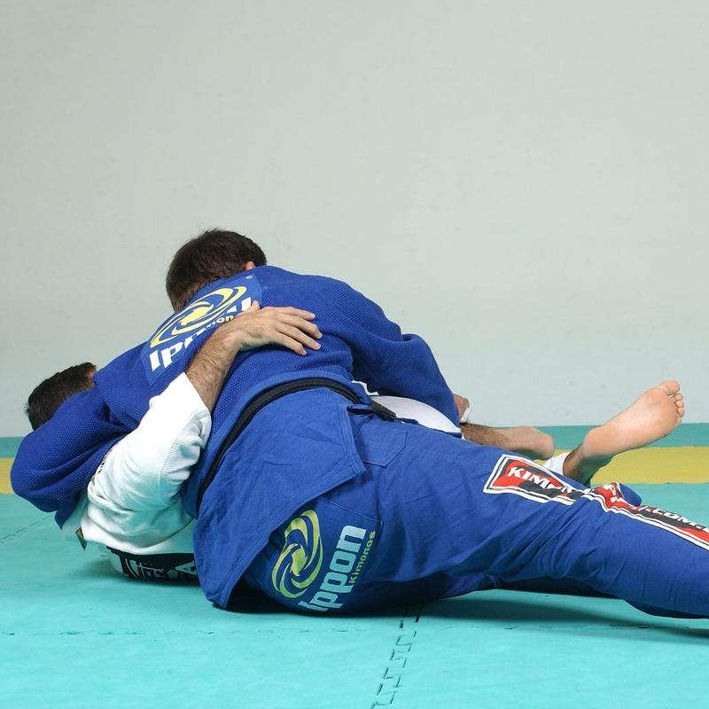 Amaury Bitetti ensina a passar a guarda e imobilizar no Jiu-Jitsu