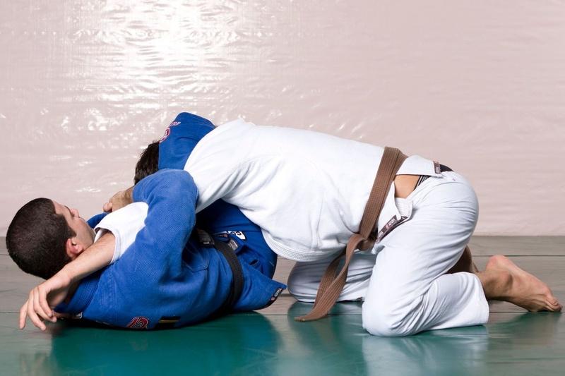 Brazilian Jiu-Jitsu: Aprenda um ataque duplo de triângulo e chave de braço invertida com Augusto Tanquinho e João Gabriel