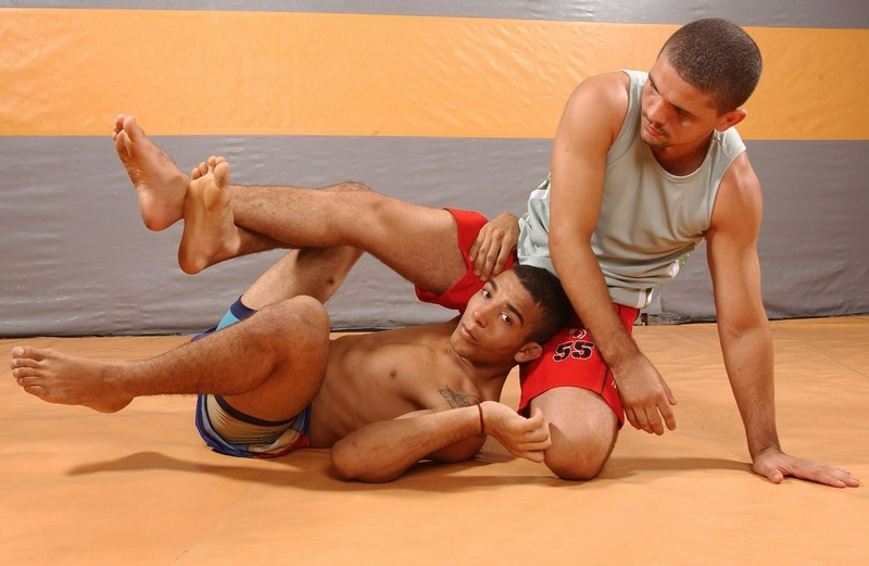 José Aldo ensina como raspar de meia-guarda e pegar as costas do adversário