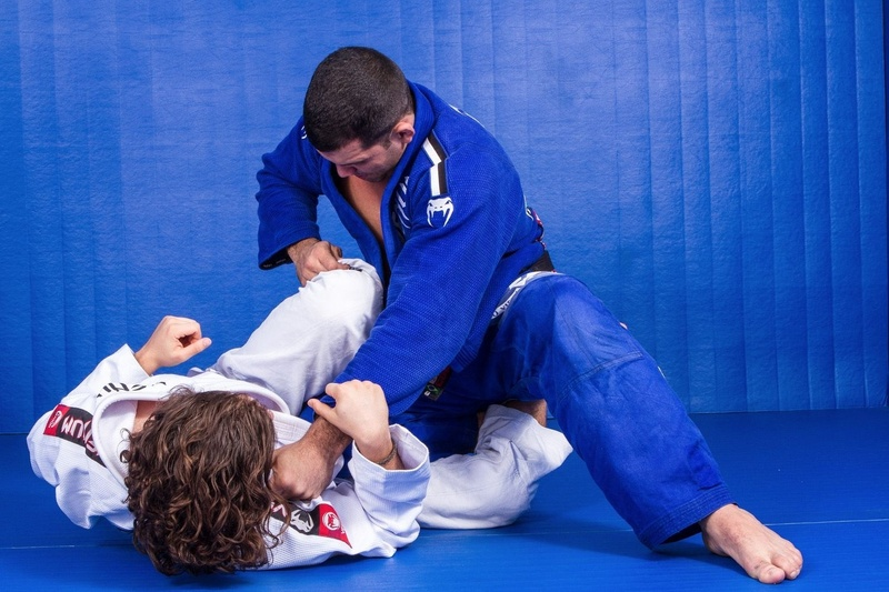 BJJ Lessons: Learn from Rodolfo Vieira how to pass the half guard