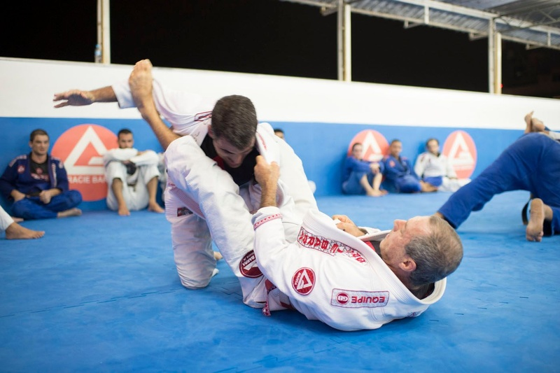 Mestre Carlos Gracie Junior treinando na GB Matriz