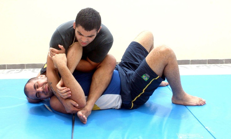 From the mounted position, Paulão Filho teaches an efficient armbar