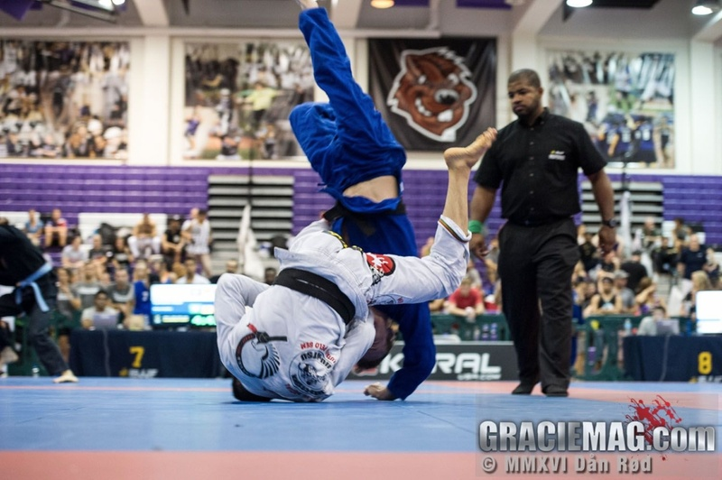 New York Open Jiu-Jitsu 2016: Paulo Miyao vs. Joel Burgess at featherweight final