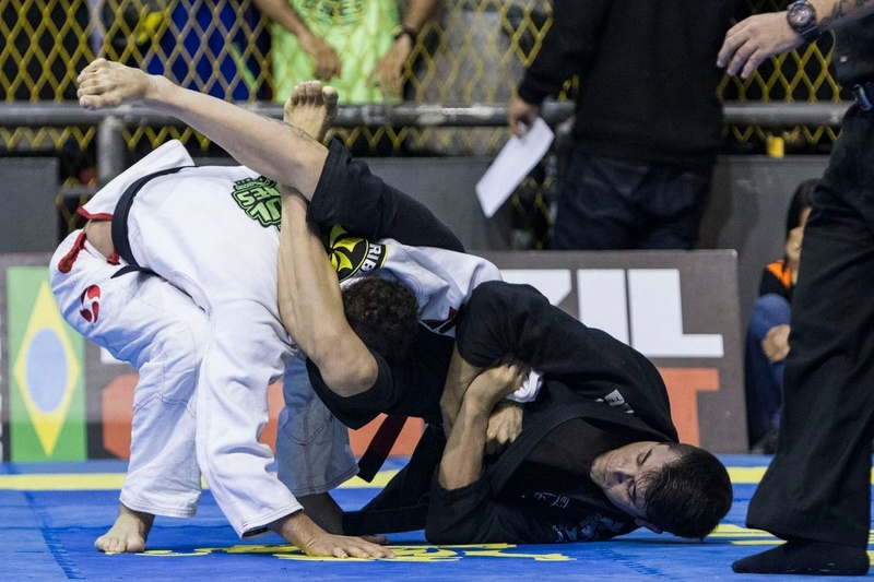 Juan Lopes (PR Team) finished Raul Marcello (Ribeiro JJ) with armbar from triangle to won the rooster weight