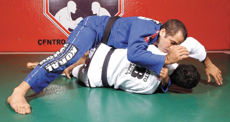 Leozinho Vieira teaches how to pass guard and submit with a choke