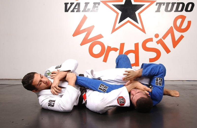 "BJJ techniques: Nino ""Elvis"" Schembri teaches how to apply an armbar starting from knee on the belly"