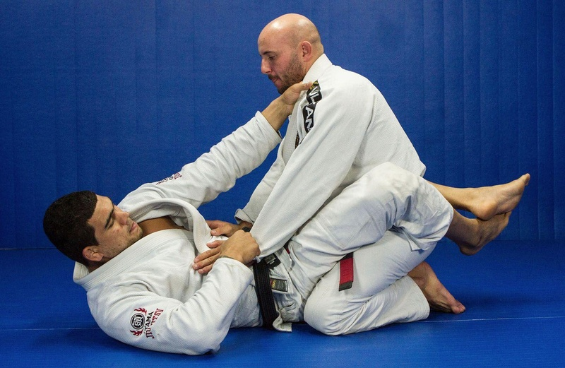 BJJ techniques: Antonio Braga Neto teaches how to apply the omoplata