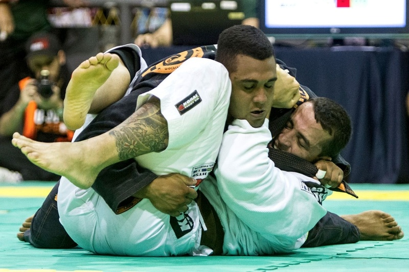 Warming up for the Brazilian Teams 2016 with BJJ black belt Victor Honório