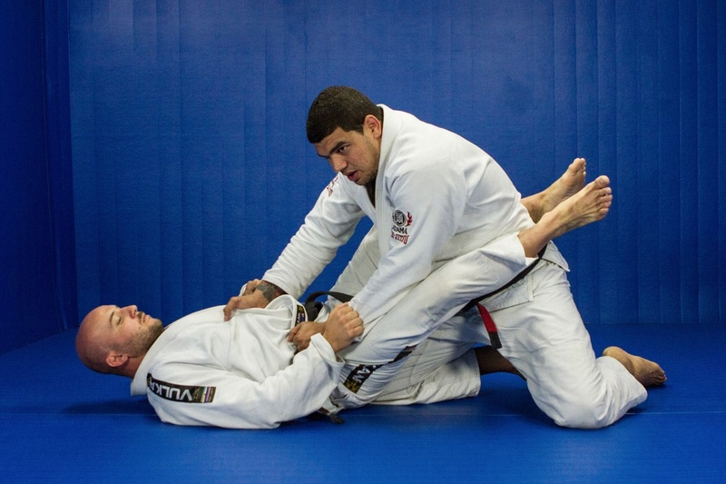 Brazilian Jiu-Jitsu lesson: Braga Neto teach us how to open and pass the closed guard