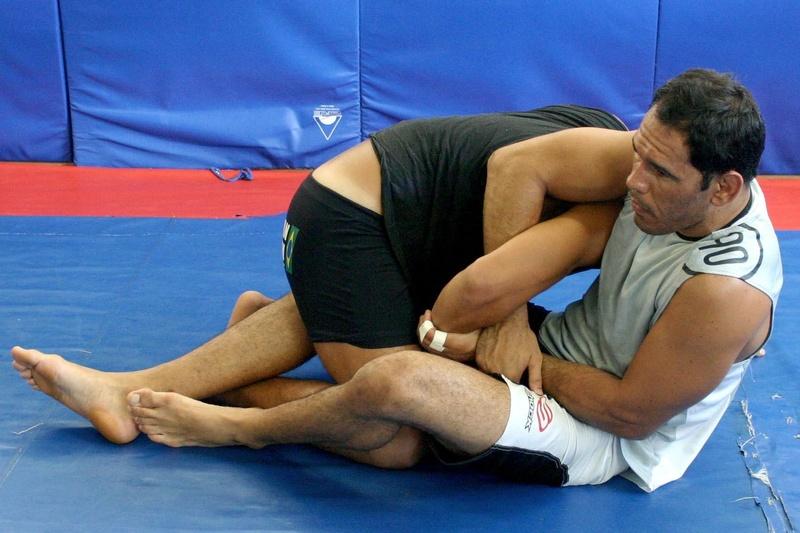 Rogério Minotouro ensina como pegar as costas usando o leg-drag