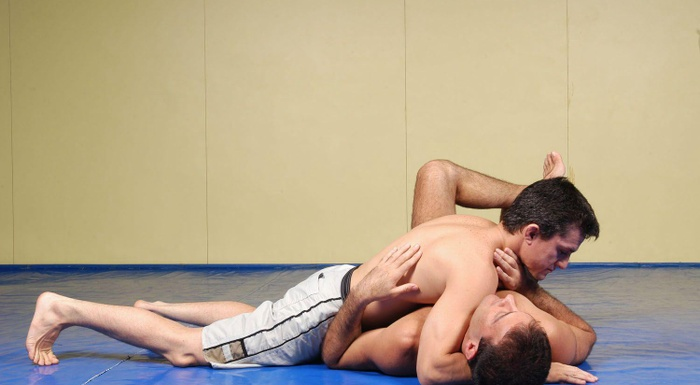 """BJJ techniques: Vinicius Magalhães """"Draculino"""" teach us the choke without gi called baseball"""