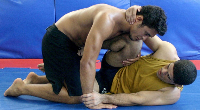 Rousimar Toquinho teaches a leg-lock from the half-guard
