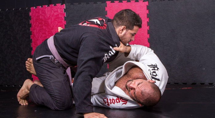 BJJ techniques: Roberto Cyborg Abreu teaches how to apply the triangle choke starting from the Tornado guard