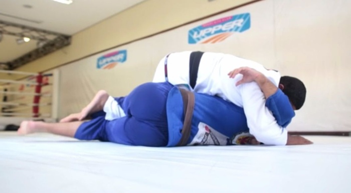 Brazilian Jiu-Jitsu lesson: André Marola shows a tip for half-guard pass