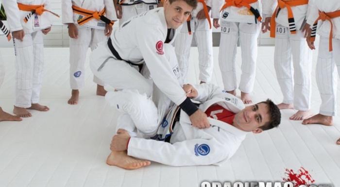 Brazilian Jiu-Jitsu lesson: Gui Mendes shows a De La Riva X-Guard Lapel Variations