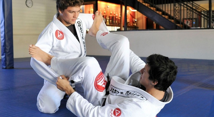 Kayron Gracie teaches an attack from spider guard