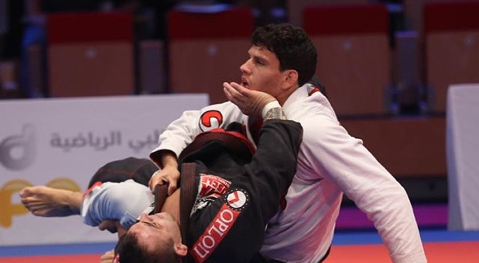 Galleries from Abu Dhabi: upsets and great clashes in the road to the finals.