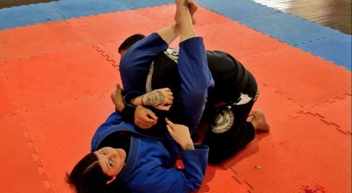 Brazilian Jiu-Jitsu: Talita Treta ensina um truque para encaixar o arm-lock no contra-ataque