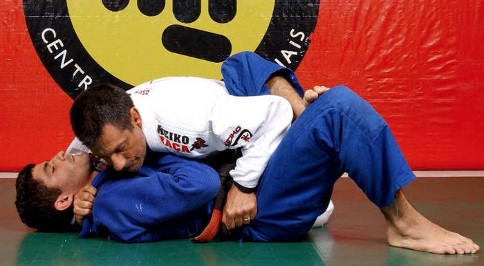 Romero Jacaré teaches an inverted armbar