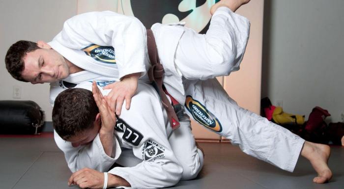 Ricardo Cachorrão and Frankie Edgar teaches a recovery guard
