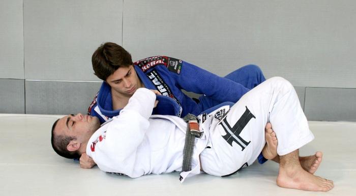 Celsinho Venicius teaches a half-guard choke with switched base