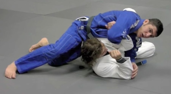 Brazilian Jiu-Jitsu lesson: Learn how to attack a shoulder lock from side control