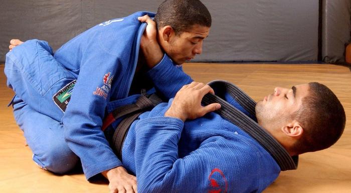 Vitor Shaolin e José Aldo ensinam um estrangulamento da guarda fechada