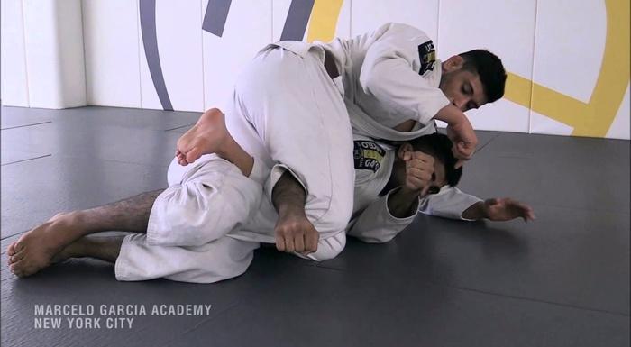 Brazilian Jiu-Jitsu: Matheus Diniz ensina como surpreender seu adversário com um ataque duplo da meia-guarda
