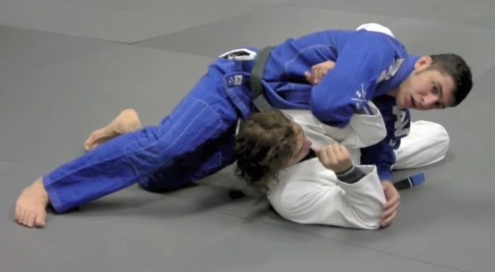 Brazilian Jiu-Jitsu lesson: Learn how to attack a shoulder lock from side control