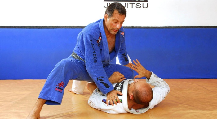 Romero Jacaré ensina uma chave-de-braço