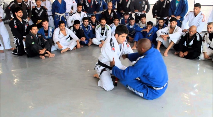 Brazilian Jiu-Jitsu lesson: Fernando Tererê shows the dynamics of the open guard