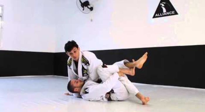 The hand on the collar to shut down the half-guard in BJJ