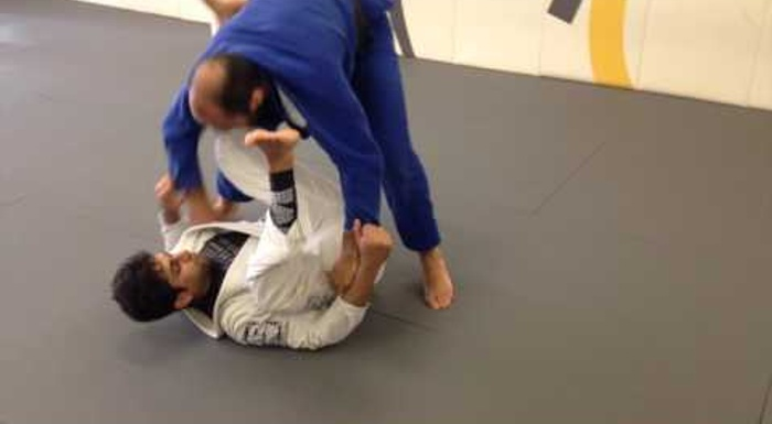 A drill to sharpen your spider guard and sink the omoplata in BJJ
