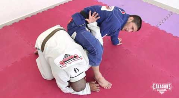 BJJ: Claudio Calasans shows a transition from the omoplata to the back-take
