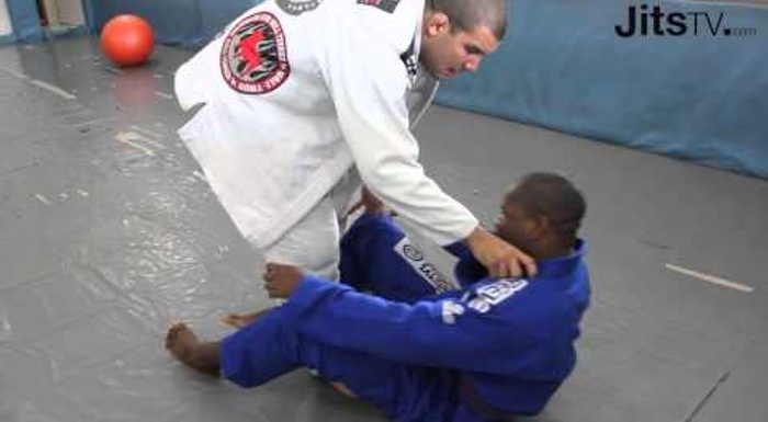 BJJ: Rodolfo Vieira shows how to pass the seated guard