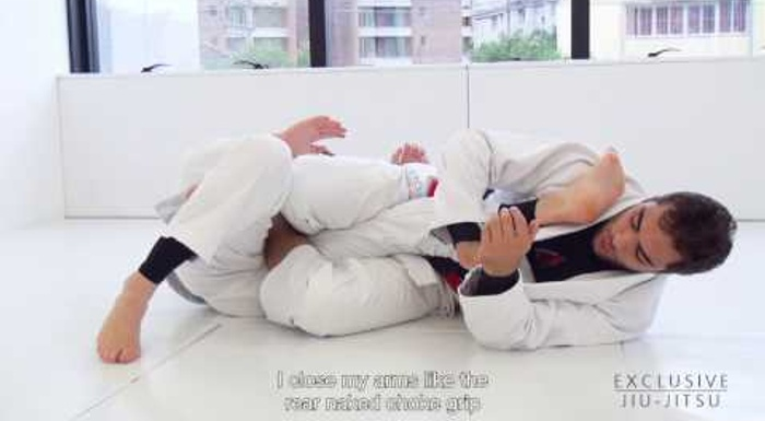 Luiz Panza teaches how to use the lapel to sink the leg lock in BJJ