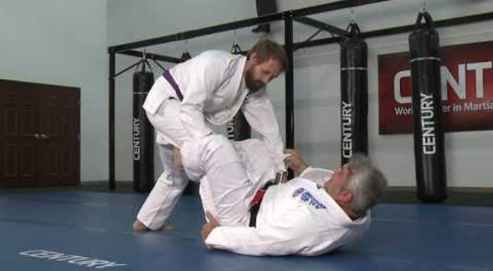 BJJ lesson: Ricardo Liborio shows DLR guard mechanics, teaches sweep