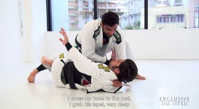 BJJ lesson: Leandro Lo teaches a choke from half-guard using the lapel