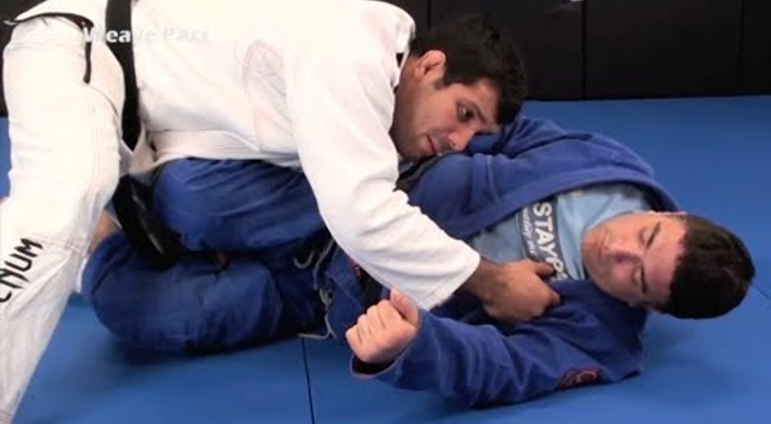 BJJ lesson: Pass guard using pressure with Rodolfo Vieira's tip