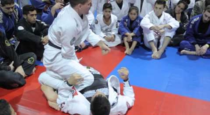 Play with the lapel guard in BJJ, Rafael Mendes style
