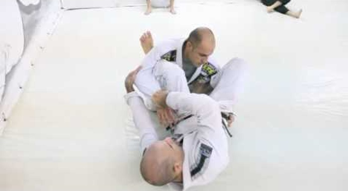 BJJ lesson: Fabio Gurgel shows a back-take from the hook guard