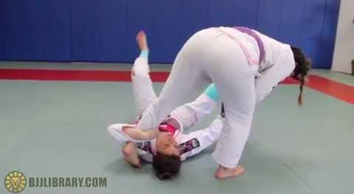 Brazilian Jiu-Jitsu lesson: Luiza Monteiro teaches a kneebar from half-spider guard