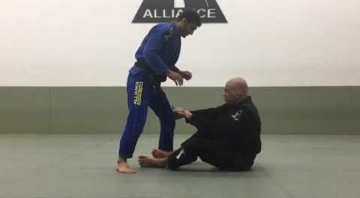 BJJ lesson: Fabio Gurgel teaches a back-take from the X-guard