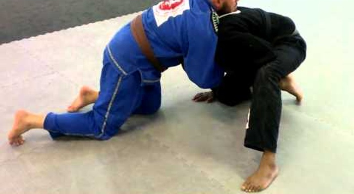5 ways to defend on all fours in BJJ