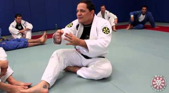 Study the mechanics of the butterfly guard in BJJ, with Saulo Ribeiro