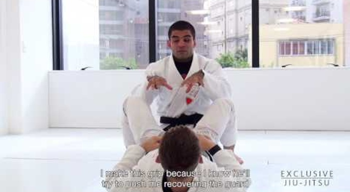 BJJ lesson: Vitor Shaolin teaches a stacking guard pass