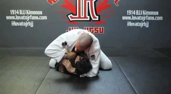 BJJ fundamentals: choke from the mount